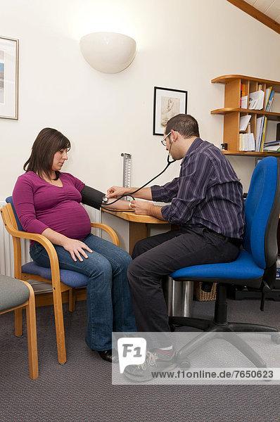 Allgemeinarzt  Europa  Frau  Prüfung  Streß  Großbritannien  Arzt  Schwangerschaft
