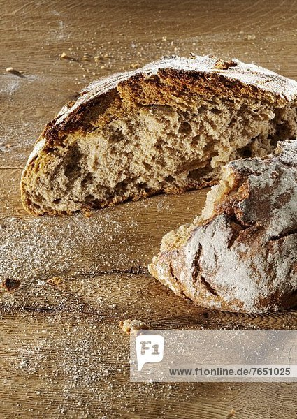 Brot Brotlaib 2 zerrissen