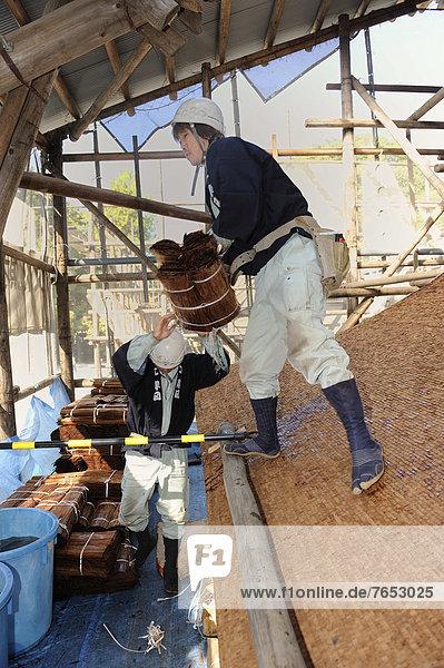 Dach  werfen  dippen  Hut  Tasche  Werkzeug  Ostasien  Schuh  hoch  oben  Dachdecker  Asien  Baumrinde  Rinde  Gürtel  hart  Japan  Kyoto  Beutel