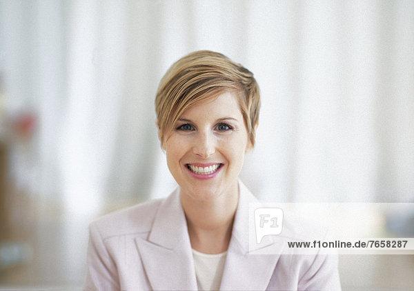 Blonde Geschäftsfrau (Portrait)