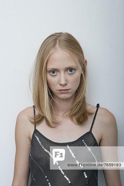 Junge Frau mit unglücklichem Ausdruck  Portrait