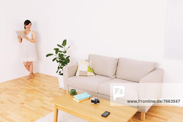 benutzen  Frau  Zimmer  Wohnzimmer