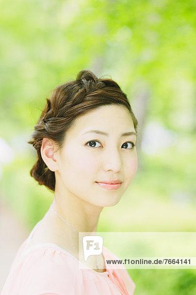 Portrait  Frau  lächeln  Blick in die Kamera  japanisch