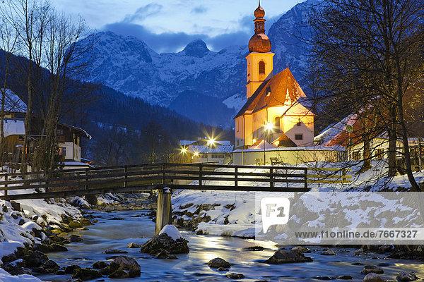 Abendstimmung  Pfarrkirche St. Sebastian in Ramsau  Berchtesgadener Land  Bayern  Deutschland  Europa