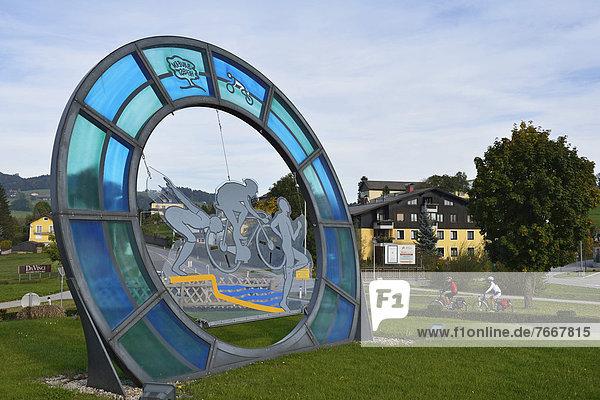 Kreisverkehr  Elektro-Radfahrer  Obertrum  Salzburger Seenland  Salzburg  Österreich  Europa