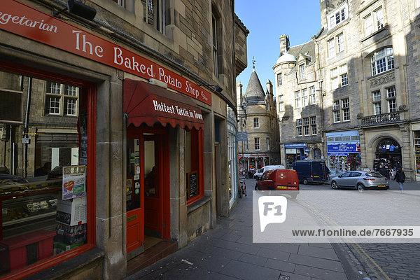 nahe Edinburgh Hauptstadt Europa Palast Schloß Schlösser Großbritannien Straße Wohnhaus Schottland viktorianisch