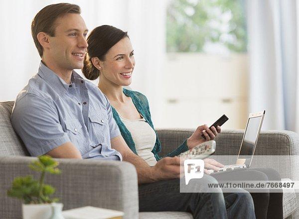 Zusammenhalt sehen Fernsehen