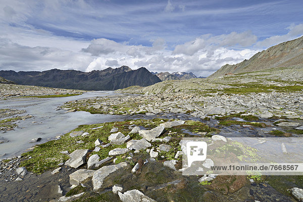 Timmelsbach am Timmelsjoch  dahinter Stubaier Alpen  Timmelstal  Tirol  Österreich  Europa