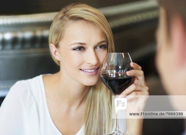 Frau trinken Wein