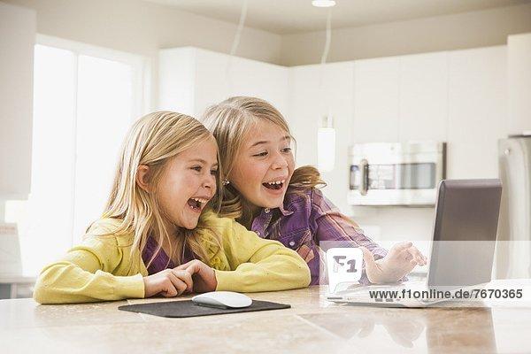 benutzen Notebook Mädchen 5-9 Jahre 5 bis 9 Jahre blond