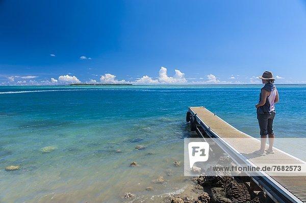 entfernt  stehend  klein  Tourist  Kai  Insel  Pazifischer Ozean  Pazifik  Stiller Ozean  Großer Ozean  Guam