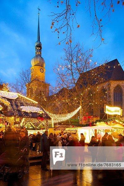 Europa  Kirche  Weihnachten  Dortmund  Abenddämmerung  Deutschland  Markt  Nordrhein-Westfalen
