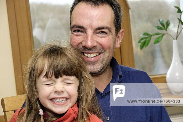 Vater  40 Jahre  mit Tochter  4 Jahre