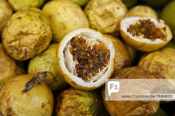Passionsfrüchte  Lianenfrüchte  aus den Tropen  Guadeloupe  Karibik  Kleine Antillen Passionsfrüchte, Lianenfrüchte, aus den Tropen, Guadeloupe, Karibik, Kleine Antillen