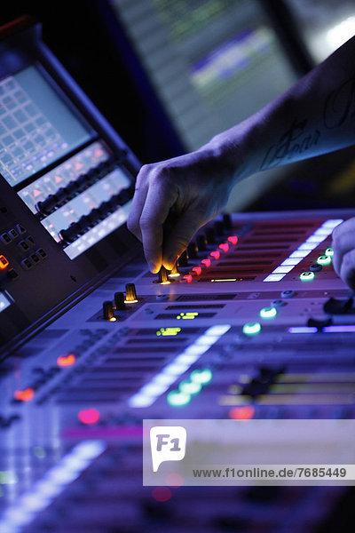 Mischpult  Bayerischer Rundfunk Orchester Studios  München  Bayern  Deutschland  Europa