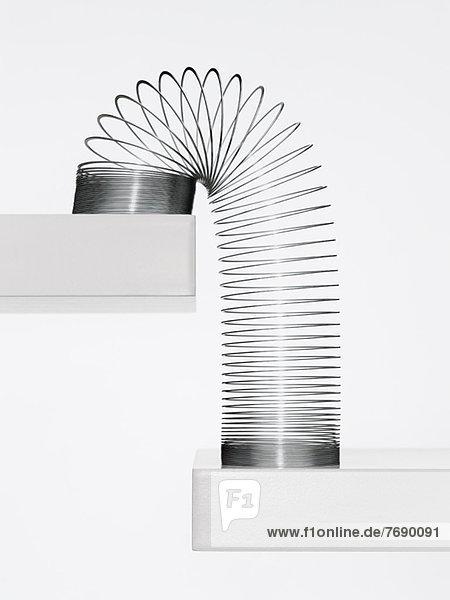 Metall-Slinky Kaskadierung nach unten Stufen Metall-Slinky Kaskadierung nach unten Stufen