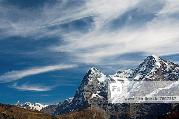 Berg  Berggipfel  Gipfel  Spitze  Spitzen  Wolke  Himmel  unterhalb  dramatisch  Alpen  Eiger  Berner Oberland  Schweiz