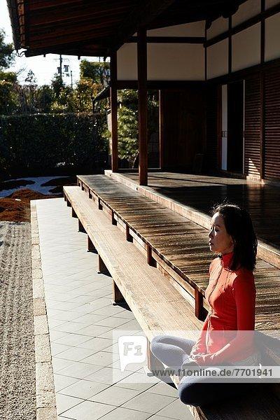 sitzend , Frau , Meditation , Garten , Einsamkeit , Innenhof,  Hof , Japan , Kyoto , Kloster