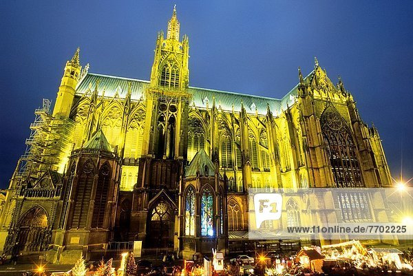 Frankreich Europa Tag Kathedrale Quadrat Quadrate quadratisch quadratisches quadratischer Heiligtum Menschenmenge