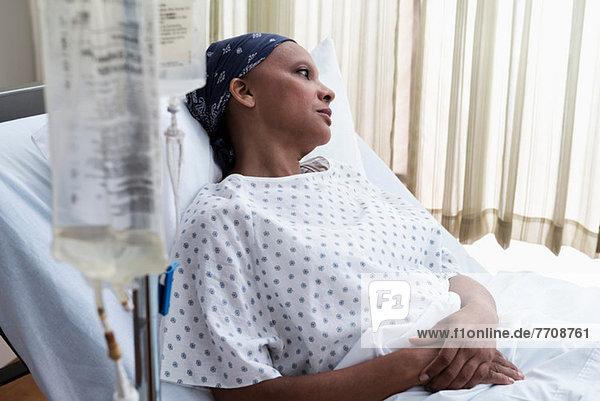 Patientin im Krankenhaus im Bett