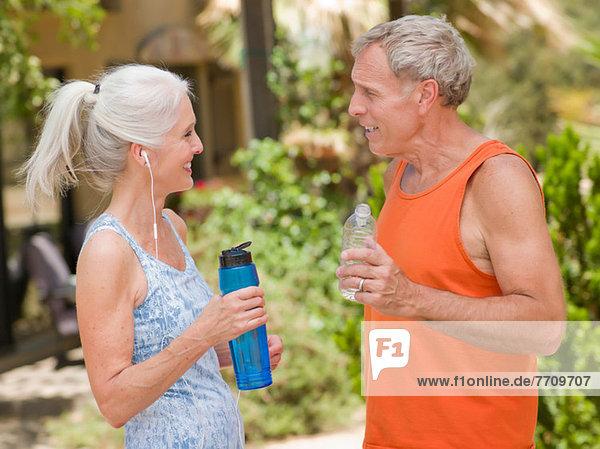 Älteres Paar beim gemeinsamen Training