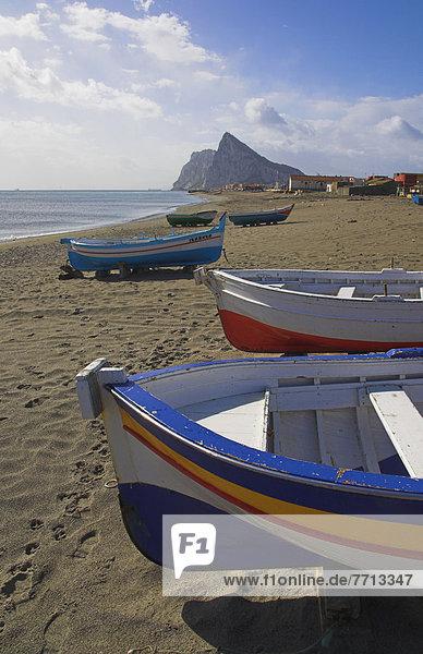 Felsbrocken Strand Boot streichen streicht streichend anstreichen anstreichend angeln Gibraltar
