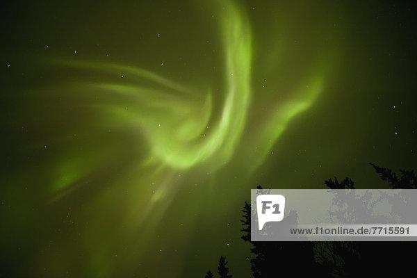 über  tanzen  See  Polarlicht  Aurora