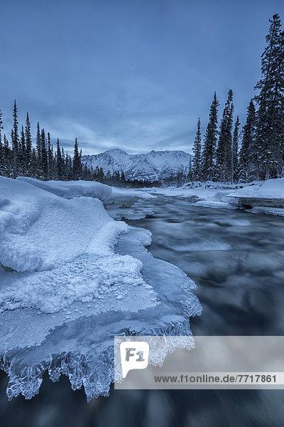 nahe  Eis  Fluss
