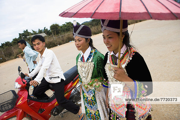 Tradition  Junge - Person  flirten  Mädchen  Festival  Kostüm - Faschingskostüm  Laos  neu  Jahr