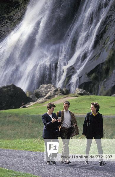 Mensch  Menschen  gehen  frontal  Wasserfall  3