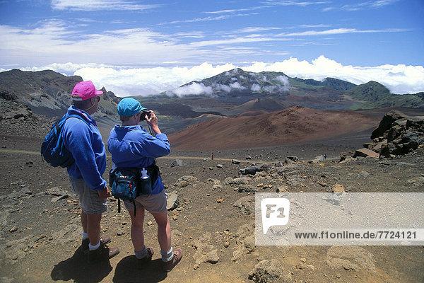 hinter  Haleakala  East Maui Volcano  nehmen  wandern  Ansicht  Gemälde  Bild  Krater  Hawaii  Maui