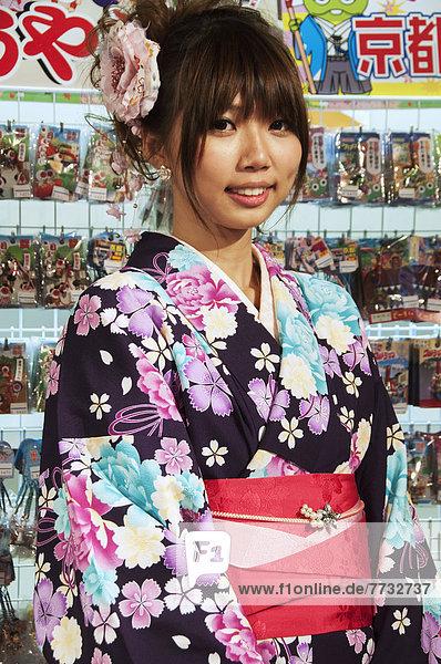 stehend  Teekanne  Landstraße  Portrait  Frau  Handel  Laden  Japan  Kyoto