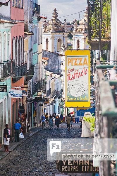 Gebäude  Großstadt  Fußgänger  Bahia  Brasilien  alt