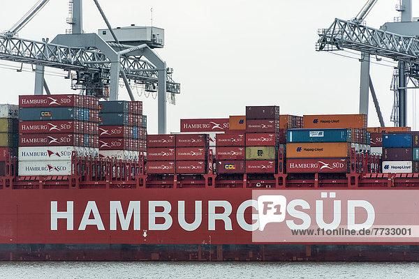 Containerschiff im Hafen Rotterdam  Niederlande
