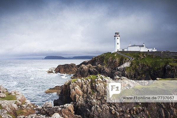 stehend  Küste  dramatisch  Leuchtturm  Donegal  Fanad