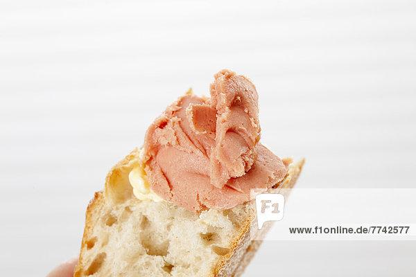 Teewurst auf Weißbrot  Nahaufnahme