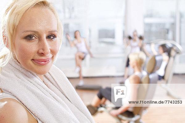 Porträt einer Frau nach dem Training  lächelnd