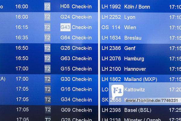 Deutschland  Ankunft Abfahrtstafel am Flughafen
