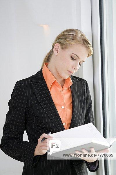 Geschäftsfrau sucht Organisatorin