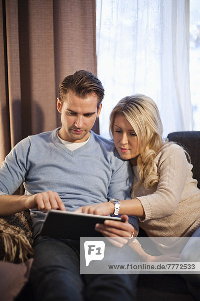 Koppelung mit digitalem Tablett im Wohnzimmer