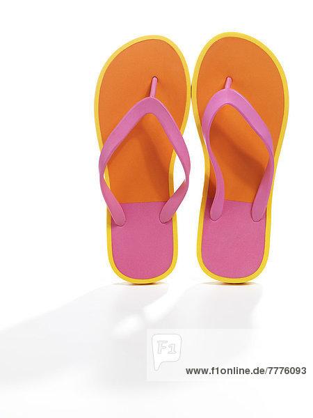 Paar pink-orangefarbene Flipflops