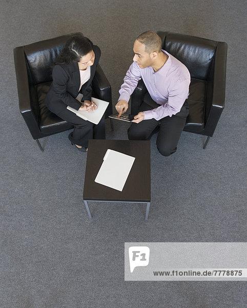 Frau  Mann  über  Büro  Besuch  Treffen  trifft