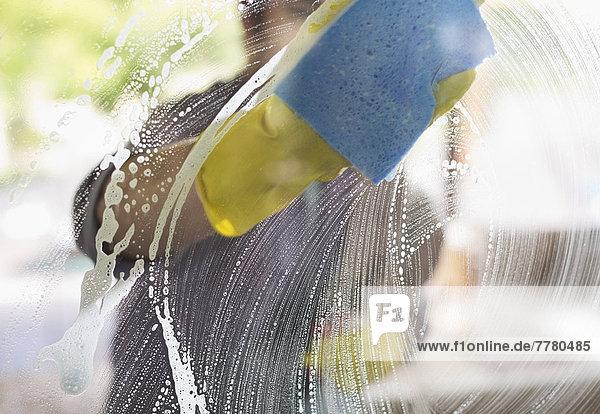 Herrenwaschfenster mit Schwamm