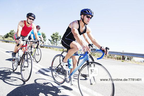 Radfahrer im Rennen auf der Landstraße