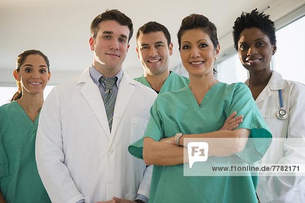 lächeln  Arzt  Krankenhaus  Pflegepersonal  Pfleger