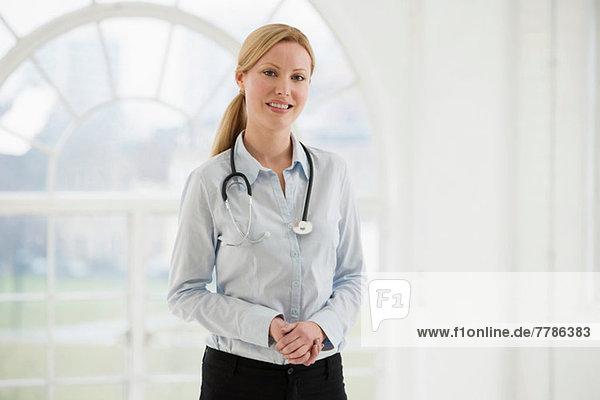 Porträt der Ärztin mit Stethoskop
