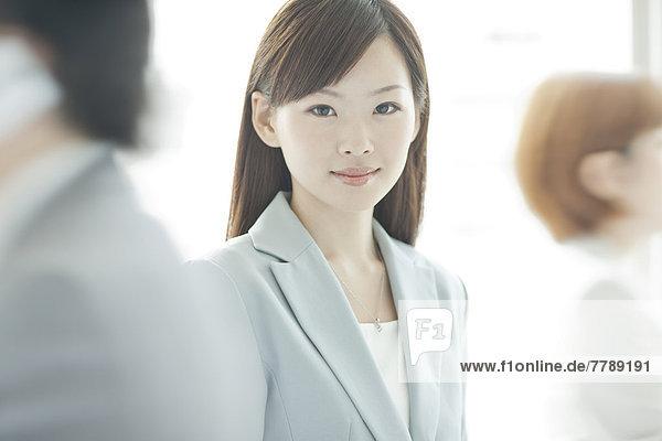 stehend  Geschäftsfrau  jung