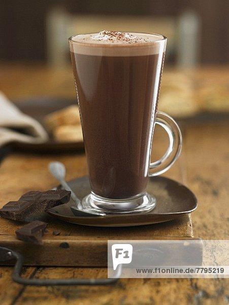 Heisse Schokolade und Schokoladenstücke