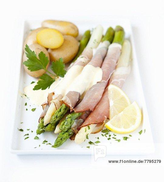 Spargel-Schinken-Röllchen mit Sauce Hollandaise und Kartoffeln Spargel-Schinken-Röllchen mit Sauce Hollandaise und Kartoffeln