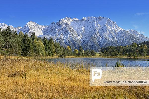 Berg  See  Karwendelgebirge  Bayern  Deutschland  Oberbayern  Werdenfelser Land